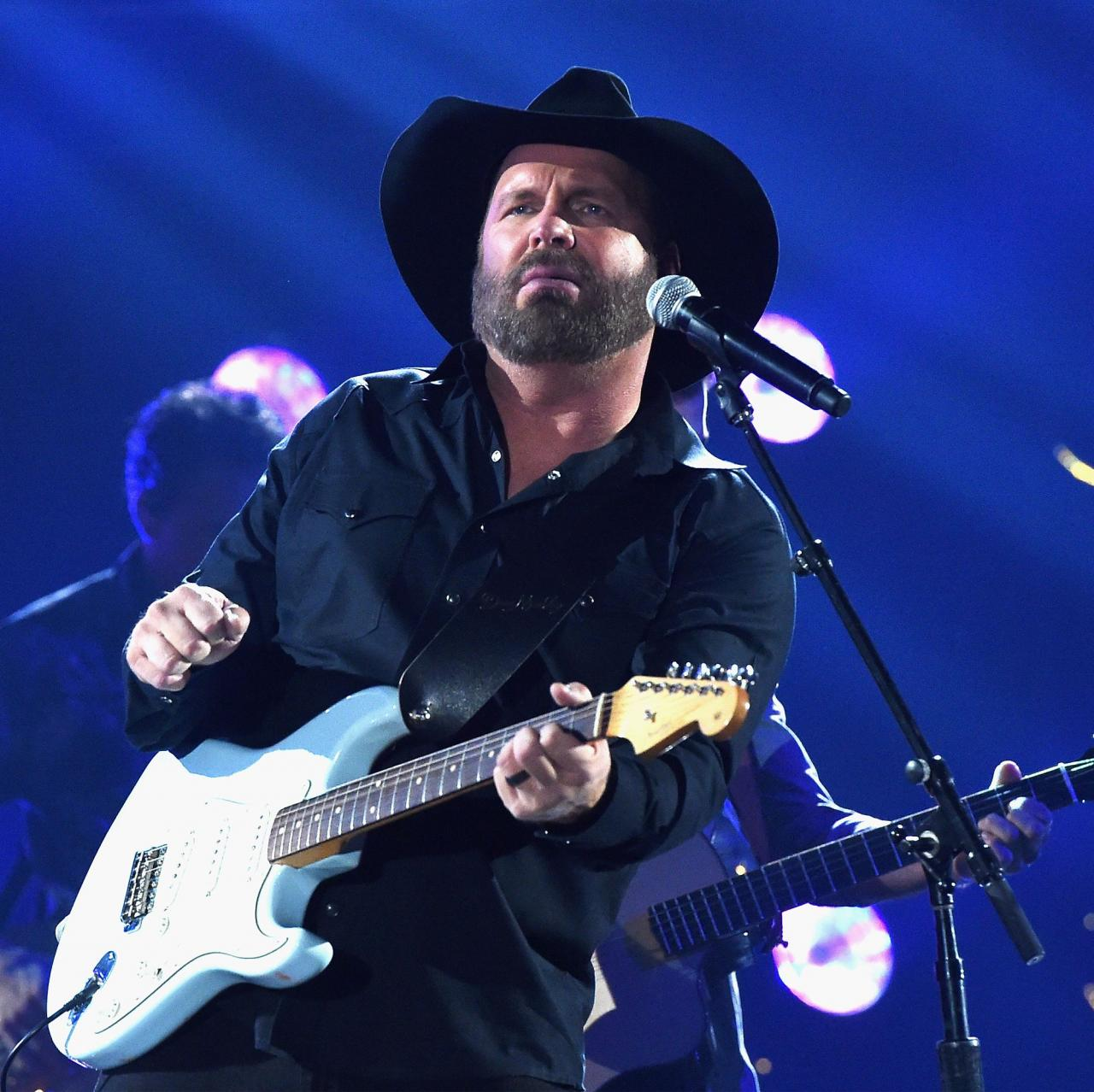 nashville, tn november 08 for editorial use only garth brooks performs onstage at the 51st annual cma awards at the bridgestone arena on november 8, 2017 in nashville, tennessee photo by rick diamondgetty images