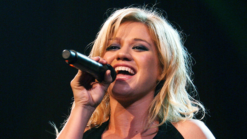 Kelly Clarkson performing in 2005