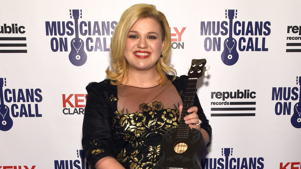 Kelly Clarkson on the red carpet in 2015