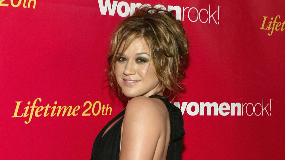 Kelly Clarkson at a benefit in 2004